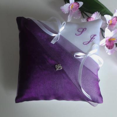 coussin mariage violet prune blanc personnalisé