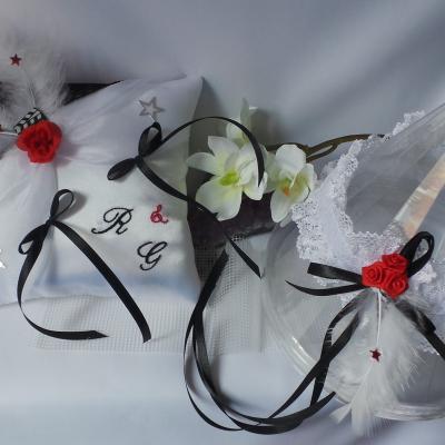 decoration mariage blanc noir rouge thème musique coussin porte alliance jarretière