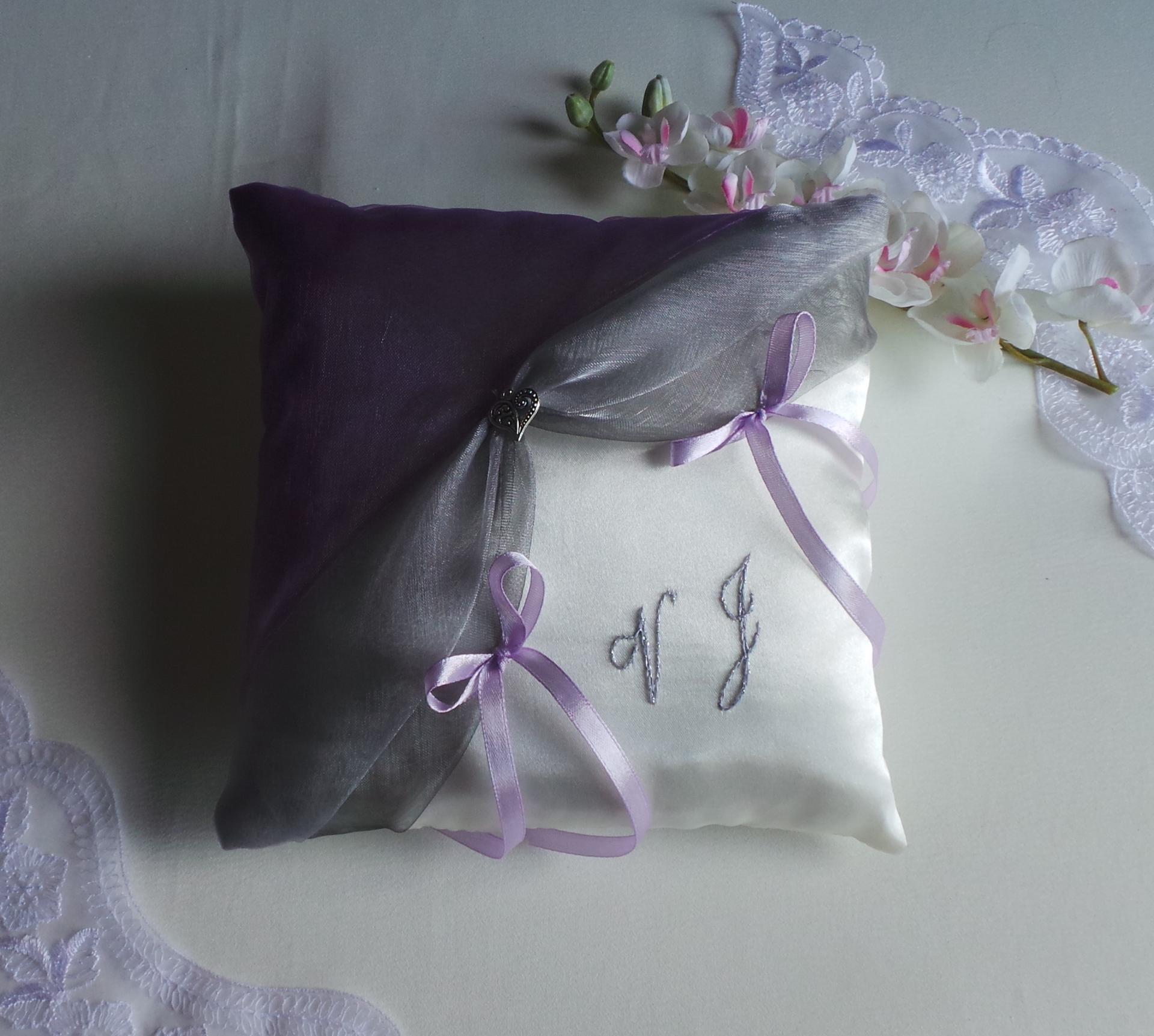 coussin mariage violet parme gris personnalisé