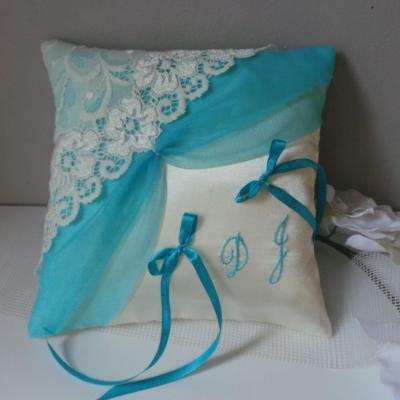 Coussin mariage chic dentelle ivoire turquoise
