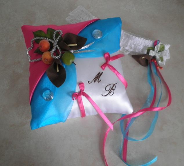 Coussin de mariage porte alliance gourmandise fruitée chocolat turquoise fuchsia