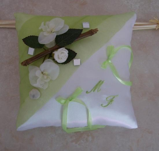 Coussin alliances anis bambou orchidées roses brodé main