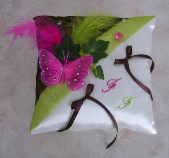 Coussin d'alliances champêtre anis chocolat fuchsia papillon