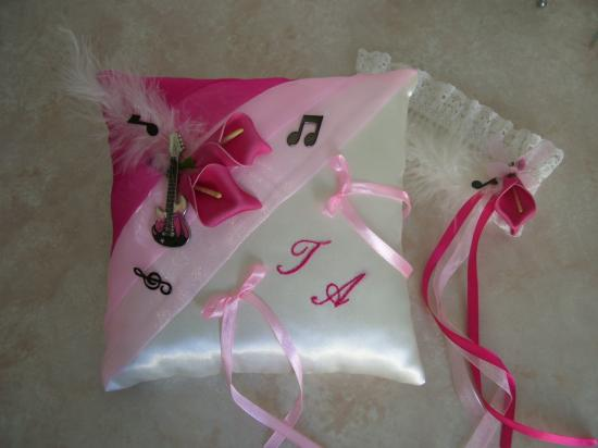 Coussin d'alliances rose fuchsia thème musique