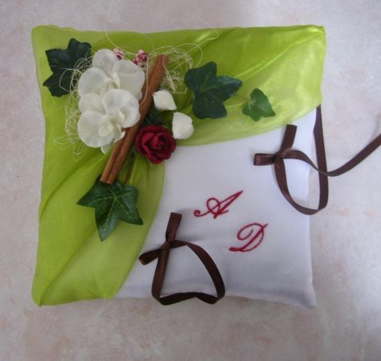 Coussin mariage porte alliances anis, nature cannelle rouge