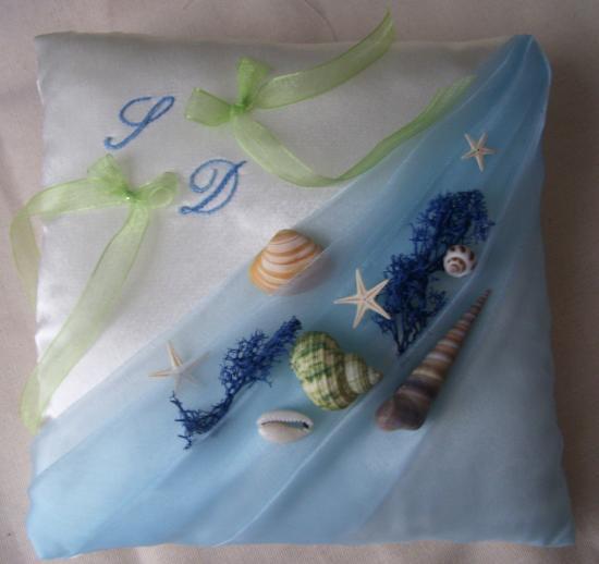 Coussin porte alliance thème mer, organza bleu ciel