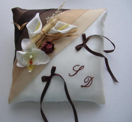 coussin alliances beige chocolat