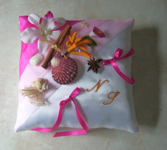 Coussin porte alliances exotique, rose, fuchsia et orange