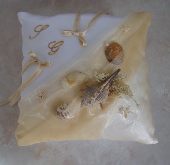 Coussin porte alliance de mariage la mer beige blanc