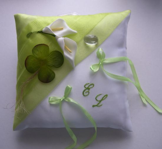 Coussin de mariage porte alliance vert anis trèfle L'Irlande