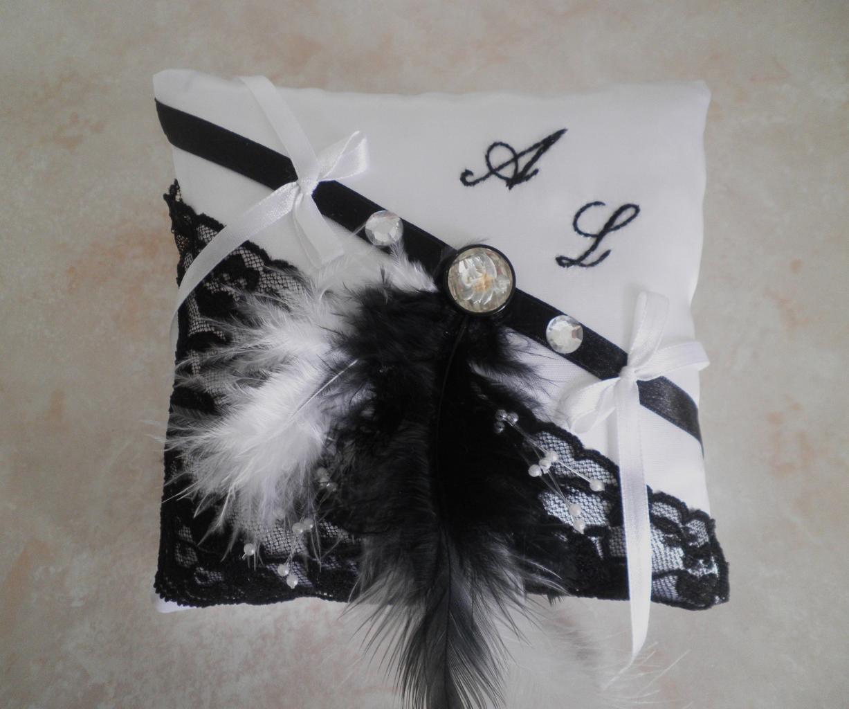Coussin alliance noir et blanc personnalisé brodé main
