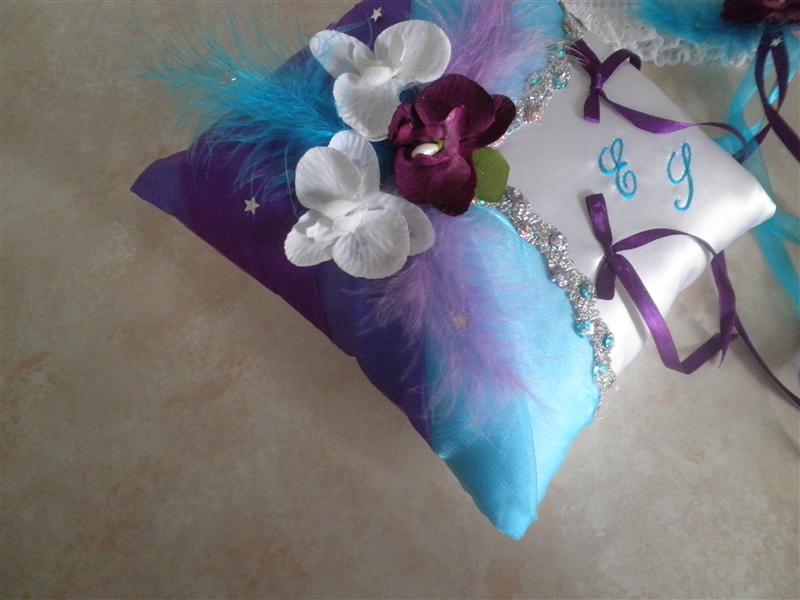 Coussin alliances turquoise argent violet parme prune