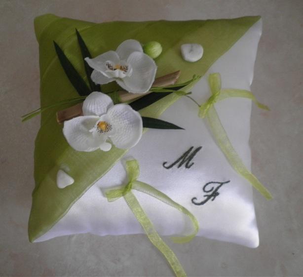 coussin mariage ZEN  anis blanc orchidées bambou