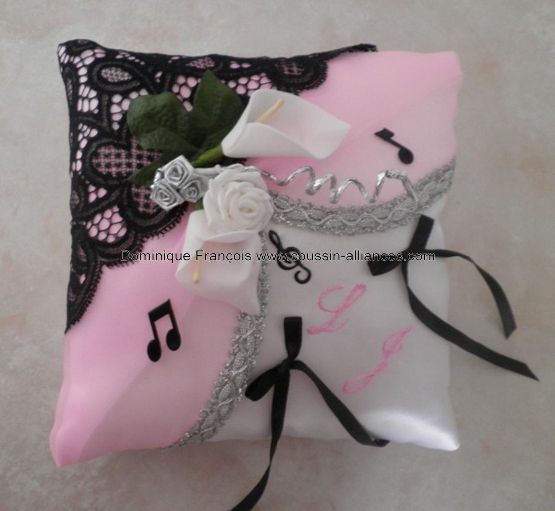 coussin alliances rose et dentelle noire thème de la musique