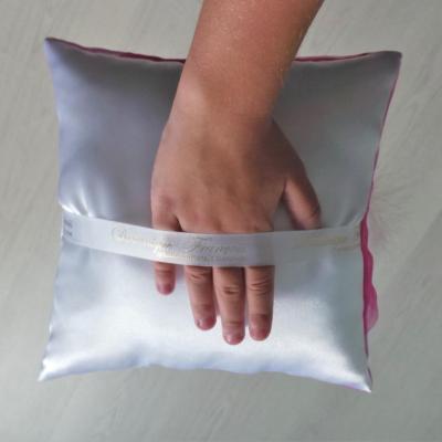 Maintien facilité par un ruban sous le coussin