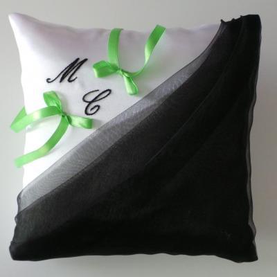 coussin alliances drapé noir, noeuds satin vert