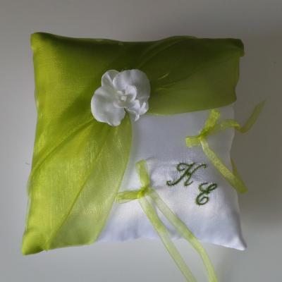 Coussin alliances mariage vert anis orchidée