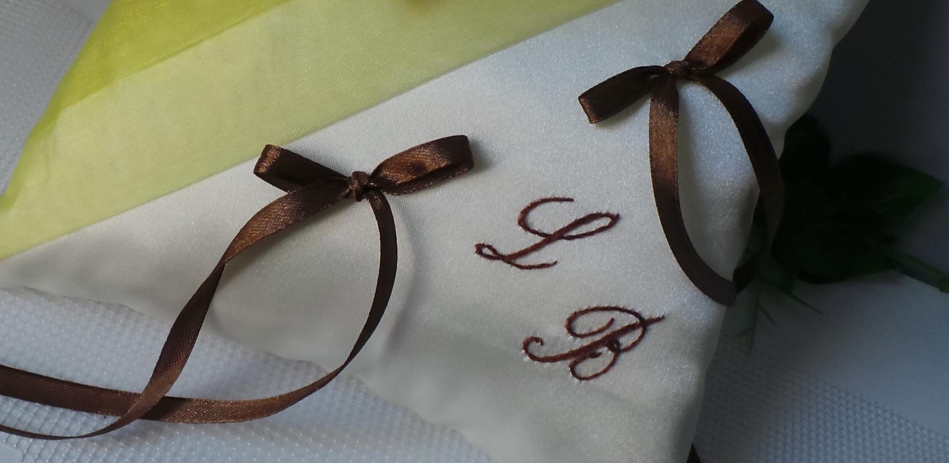 Coussin alliance anis et chocolat ivoire personnalise