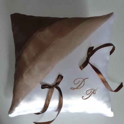 Coussin alliance beige marron chocolat blanc ou ivoire personnalise