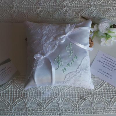 Coussin alliance chic dentelle blanc vert pale personnalise