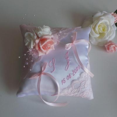 Coussin alliance chic dentelle de calais rose personnalise
