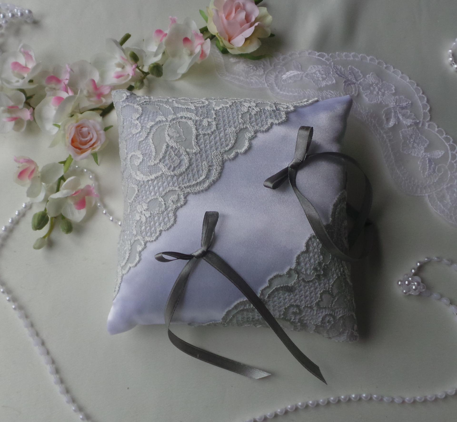 Coussin alliance chic gris blanc ou ivoire 1