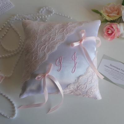 Coussin alliance chic rose pale dentelle personnalise ivoire ou blanc
