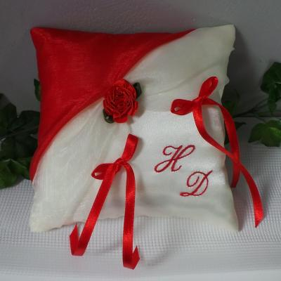 Coussin alliance decoration mariage rouge 3 1