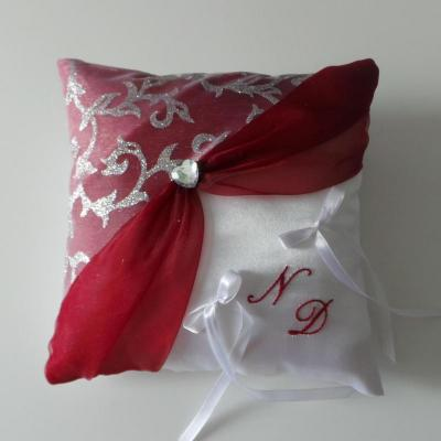 Coussin alliance decoration mariage rouge 5