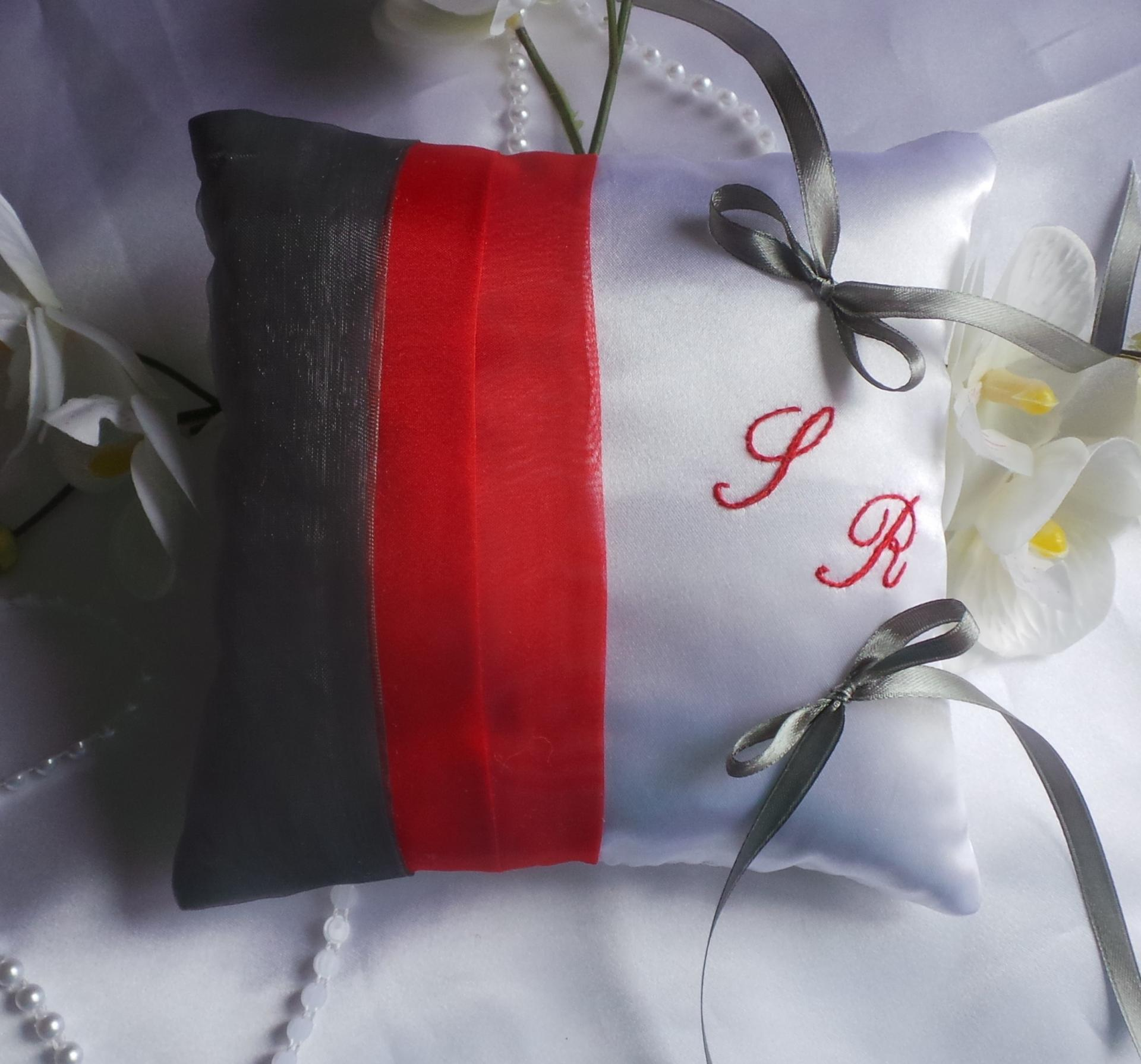 Coussin alliance decoration mariage rouge