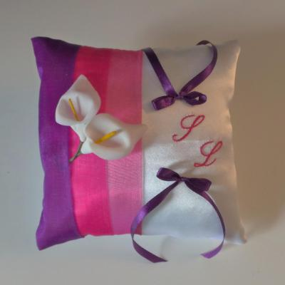 Coussin alliance fushia violet blanc ou ivoire