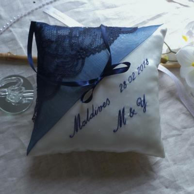 Coussin alliance mariage bleu marine personnalise