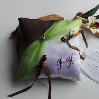 Coussin alliance mariage vert et marron chocolat personnalise fait main