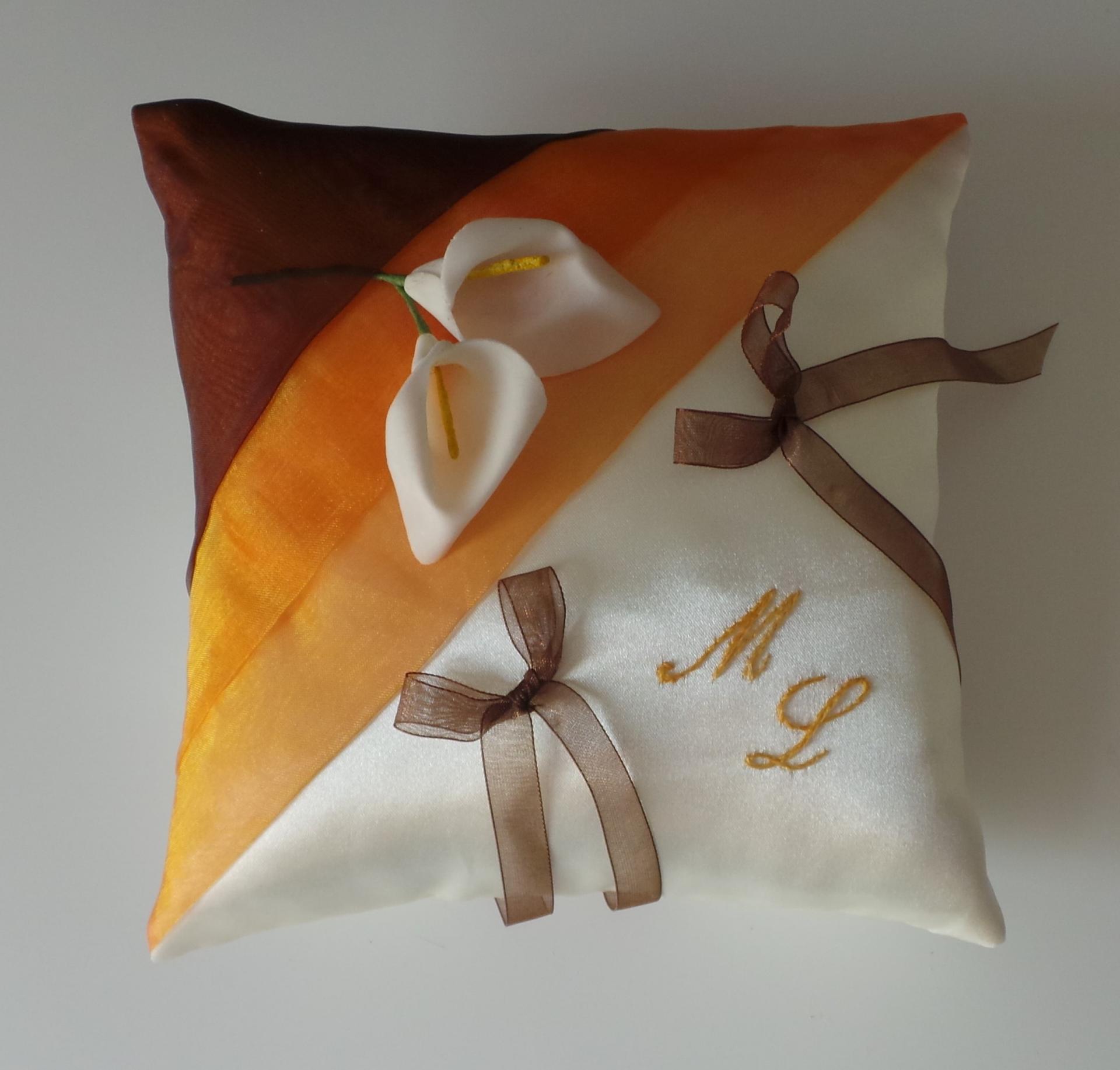 Coussin alliance marron chocolat orange ivoire ou blanc personnalise