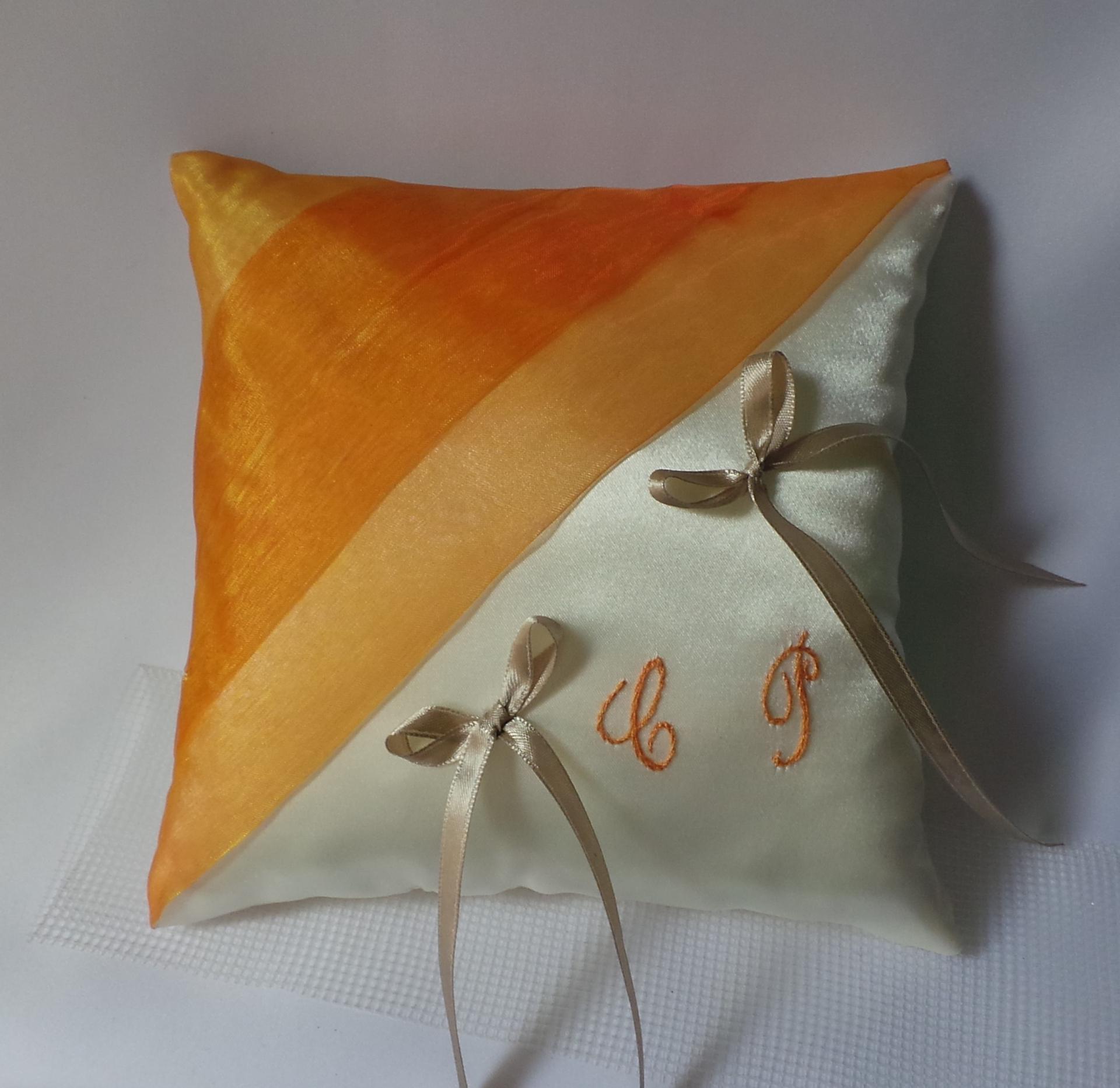 Coussin alliance orange chic ivoire ou blanc personnalise