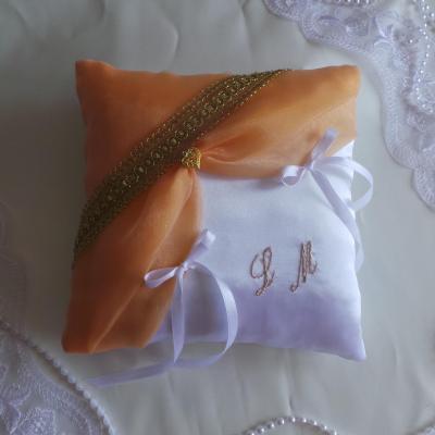 Coussin alliance orange et or blanc ou ivoire personnalise