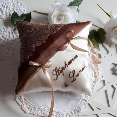 Coussin alliance raffine dentelle beige chocolat personnalise fait main 1