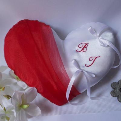 Coussin de mariage coeur rouge personnalisé