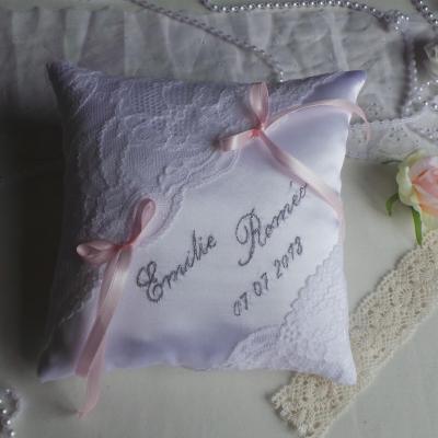 Coussin alliances blanc rose pale chic dentelle de calais 1 1