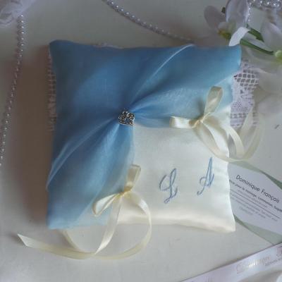 Coussin alliances bleu ciel ivoire ou blanc personnalise