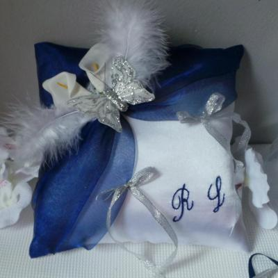 Coussin alliances bleu marine roi blanc jarretiere 1