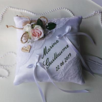 Coussin alliance blanc raffiné champêtre chic dentelle personnalisé fait main
