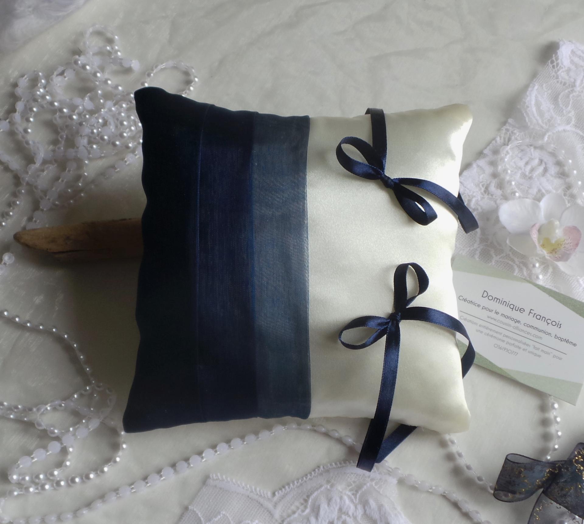 Coussin alliances chic bleu marine nuit