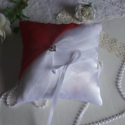 Coussin alliances chic rouge blanc ivoire