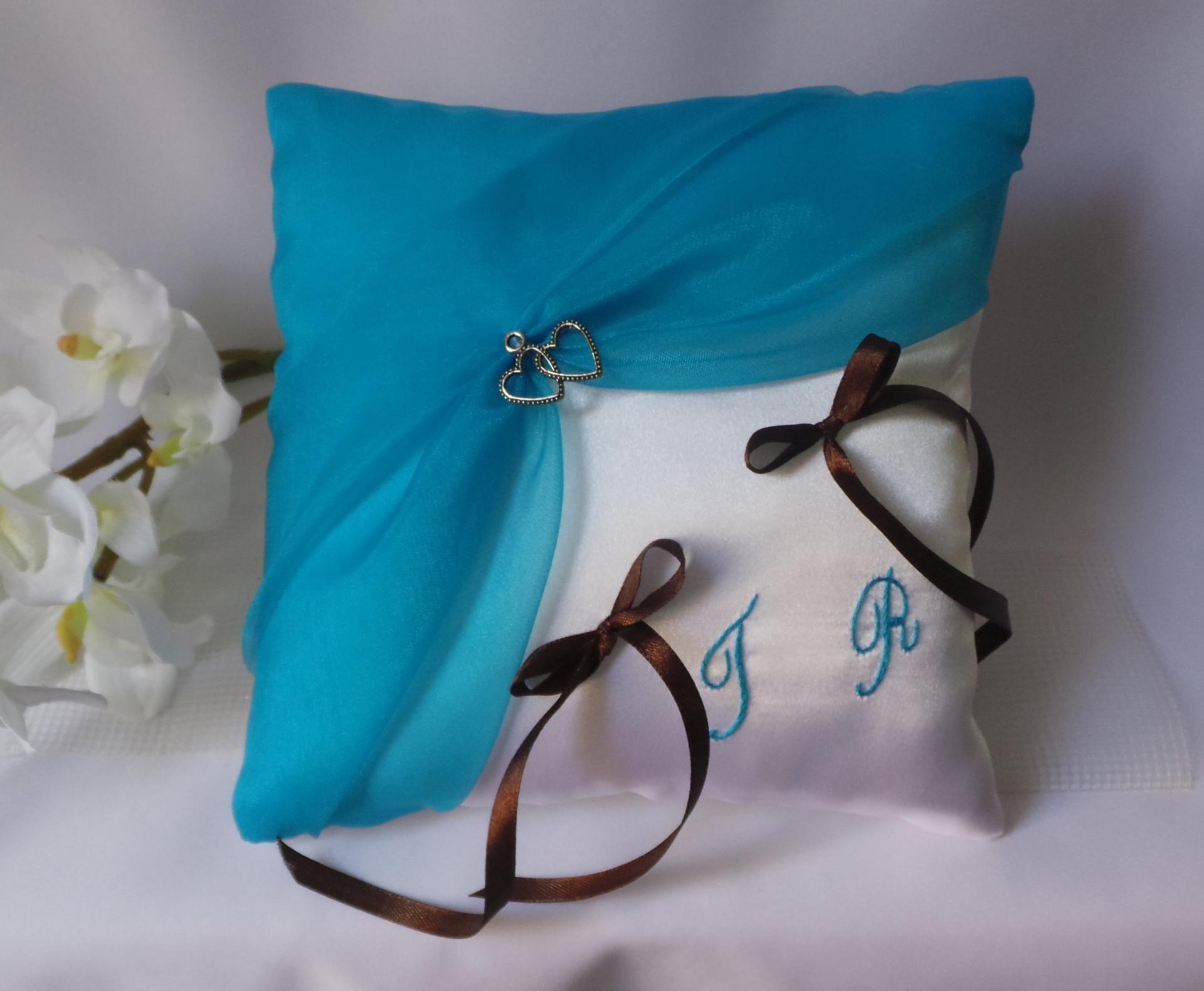 Coussin alliances chic turquoise blanc ou ivoire personnalise marron chocolat 2
