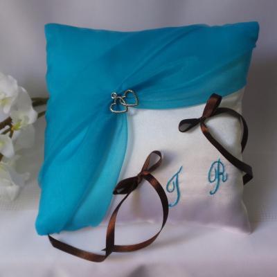 Coussin alliances chic turquoise blanc ou ivoire personnalise marron chocolat