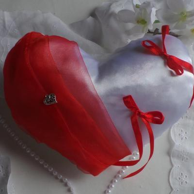Coussin alliances coeur rouge brode 1