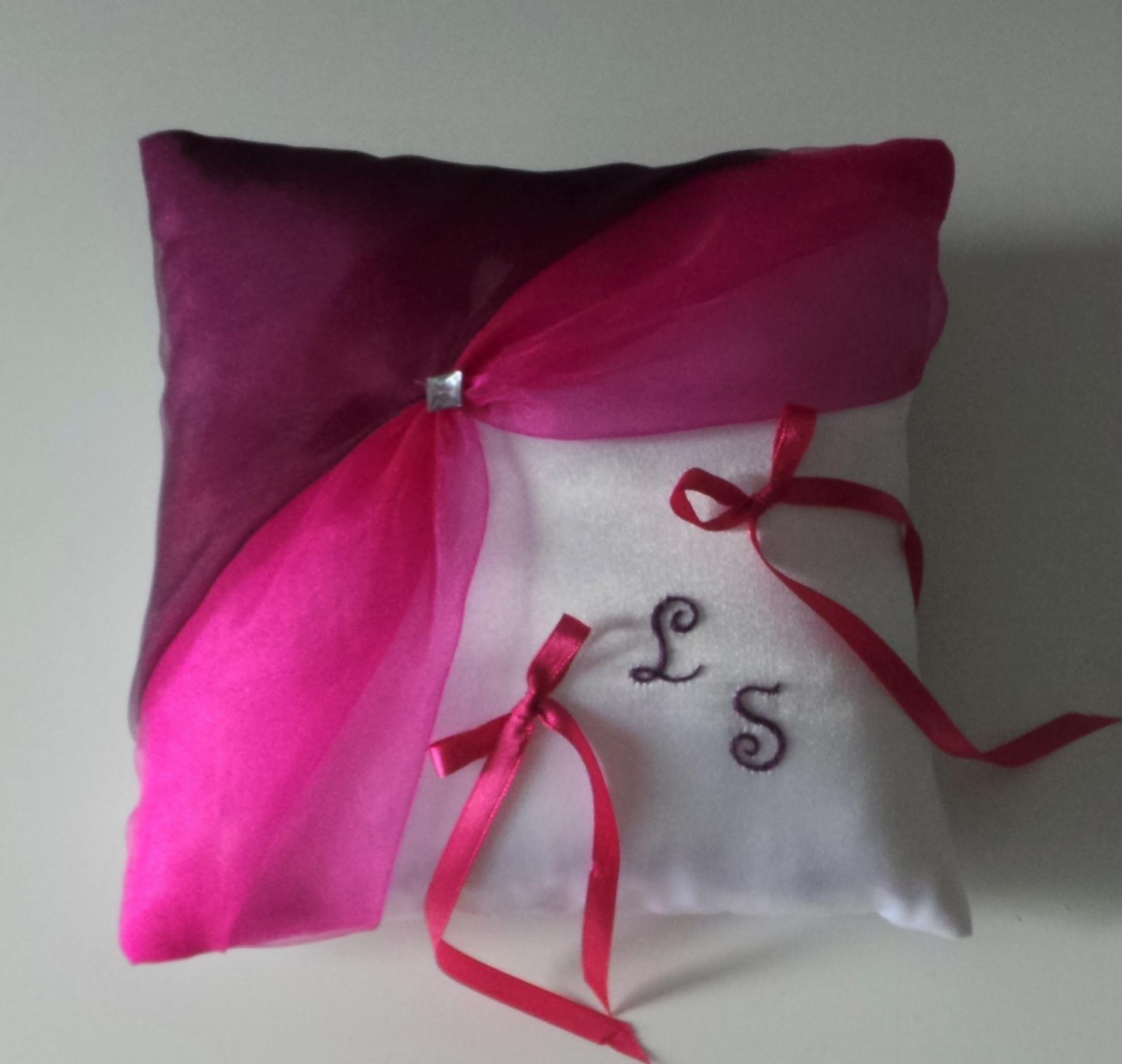 Coussin alliances chic fuchsia violet prune brodé main