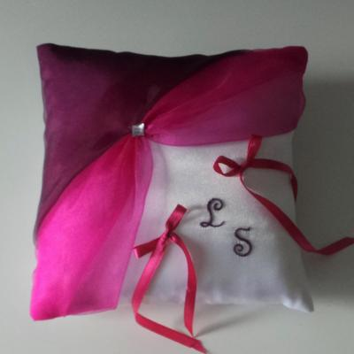 Coussin alliances chic fuchsia violet prune brodé main