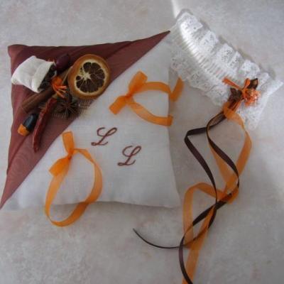 Coussin alliances mariage epices marron orange